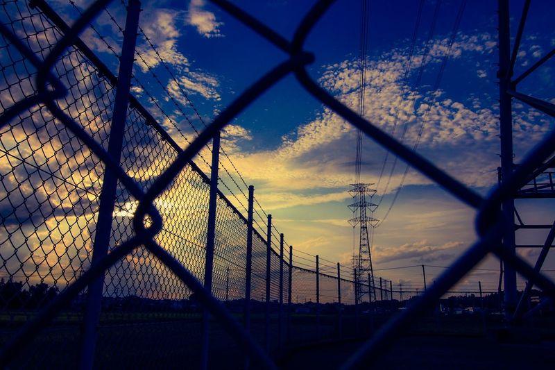 いつかの夕景 Sunset Sky Sky And Clouds 鉄塔 Silhouette Skyscrapers EyeEm Sunset Fence