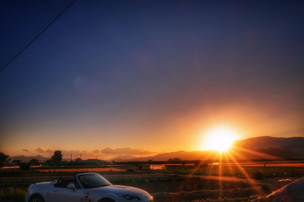 夕陽 道路 太陽 山並み マツダ ロードスター Sunset Sun Orange Color Mazda MX-5 Miata Sky 空 いま空 Beauty In Nature EyeEm Best Shots EyeEm Nature Lover Nature Beautiful View Clear Sky Road Beautiful Sky Beautiful Sunset 写真好きな人と繋がりたい