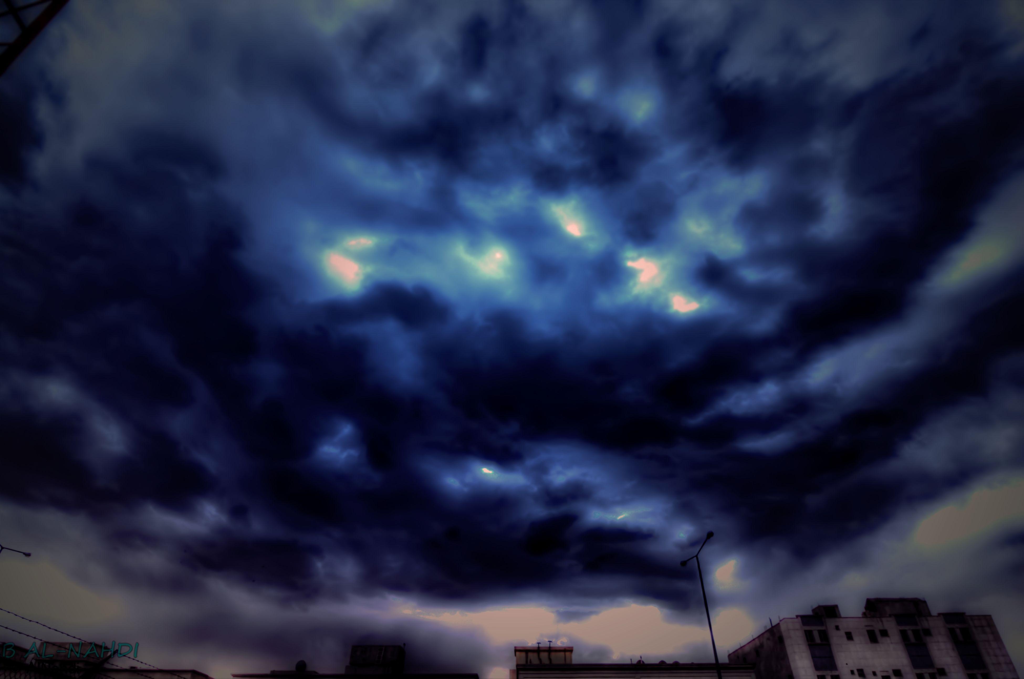 cloud - sky, sky, cloudy, weather, building exterior, storm cloud, low angle view, built structure, architecture, overcast, dramatic sky, city, atmospheric mood, cloud, dusk, cloudscape, nature, building, silhouette, outdoors
