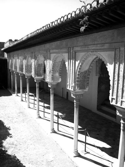 Alhambra Arch Architectural Column Architecture Black And White Blackandwhite Building Exterior Built Structure Day EyeEm Black&white! No People Outdoors Shadow Sunlight