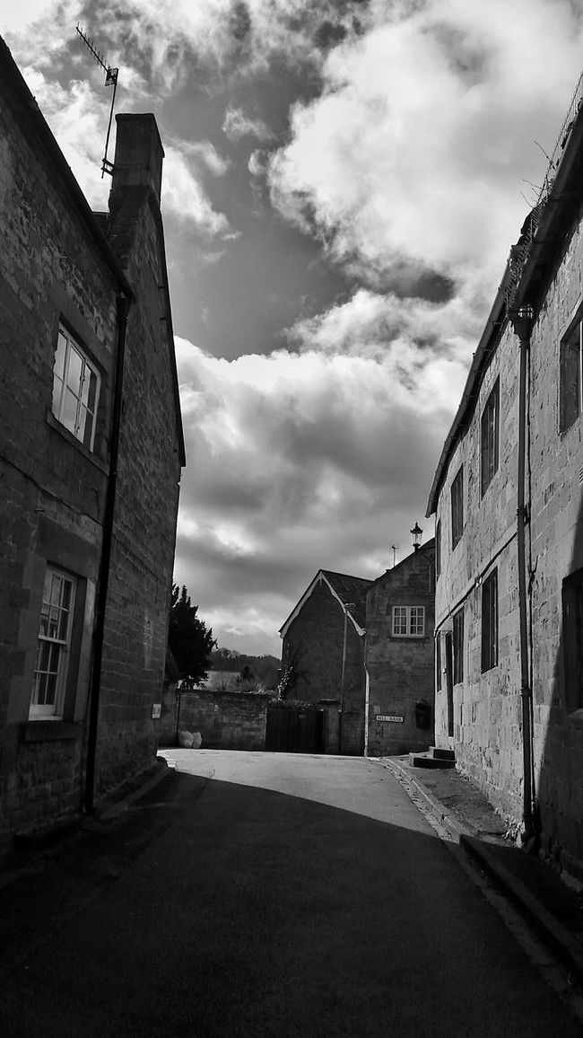 'Roadscapes' Bnw_friday_eyeemchallenge Ok, an early heads up. This is the Challenge for next Friday (19/08/16) 👉 Roadscapes There's no shortage of roads and plenty of opportunities for dramatic contrasts, panoramic views etc. I'm keeping it simple and hoping you'll enjoy the challenge. Black & White Bnw_collection Inspiration Exceptional Photographs Striving For Excellence Towards The Light Eye4photography  My Cloud Obsession☁️ Roads Cotswolds England 🌹