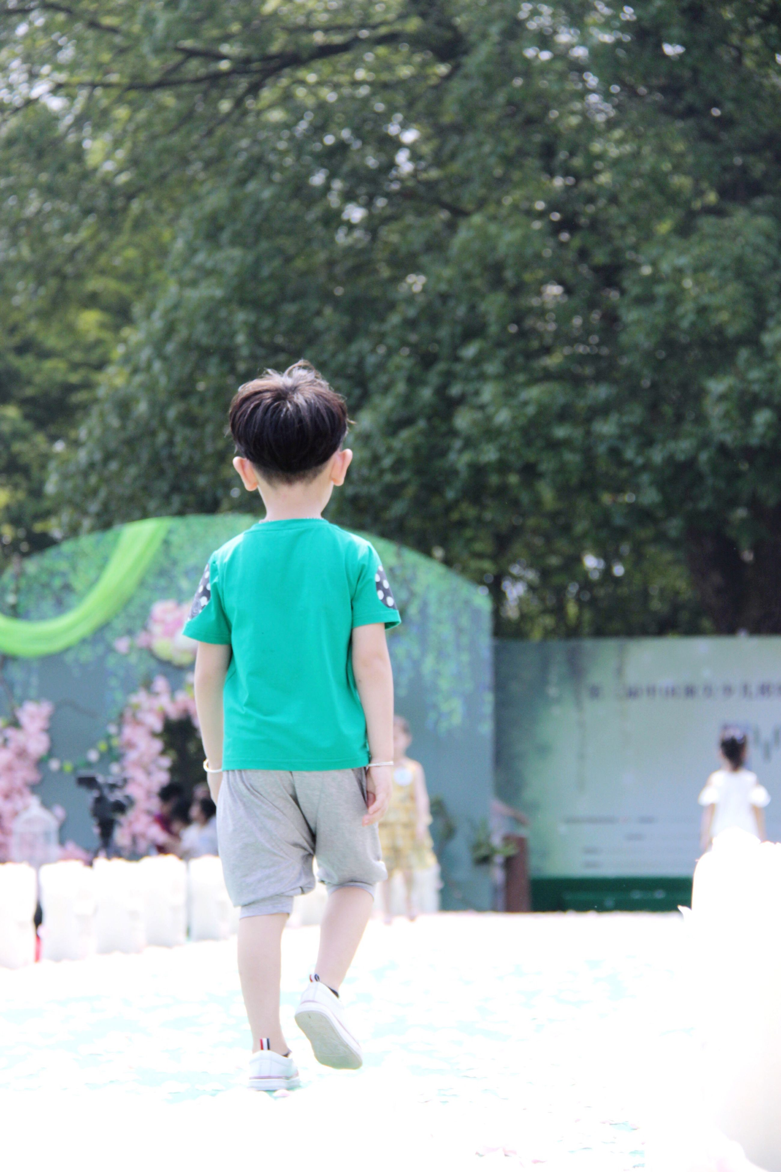 full length, rear view, childhood, lifestyles, leisure activity, casual clothing, boys, girls, elementary age, tree, walking, innocence, focus on foreground, park - man made space, togetherness, day, person