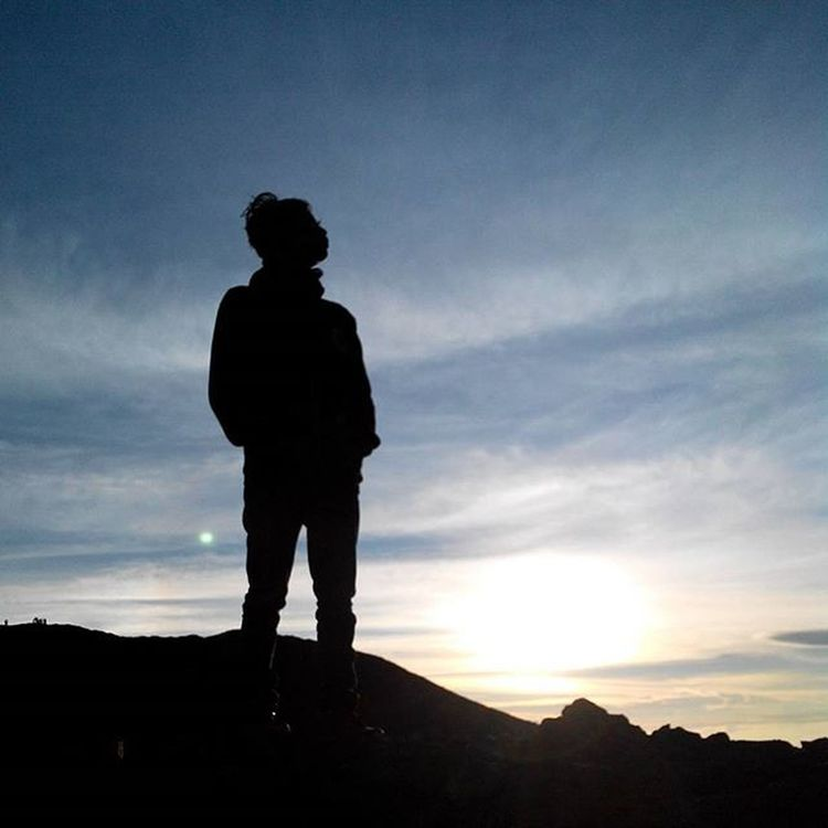 Di atas Puncak Merapi, menyambut terbitnya sang fajar, dimana hangat berangsur-angsur meraba permukaan kulit.. Di sini, Di Rumah Ku, Indonesia ------------------------------------ Goodmorning INDONESIA Mountain Merapi Volcanoes Hiking Climb Adventure People Pendaki Gunung Summit Emotion Adventure Trip Masl Mdpl