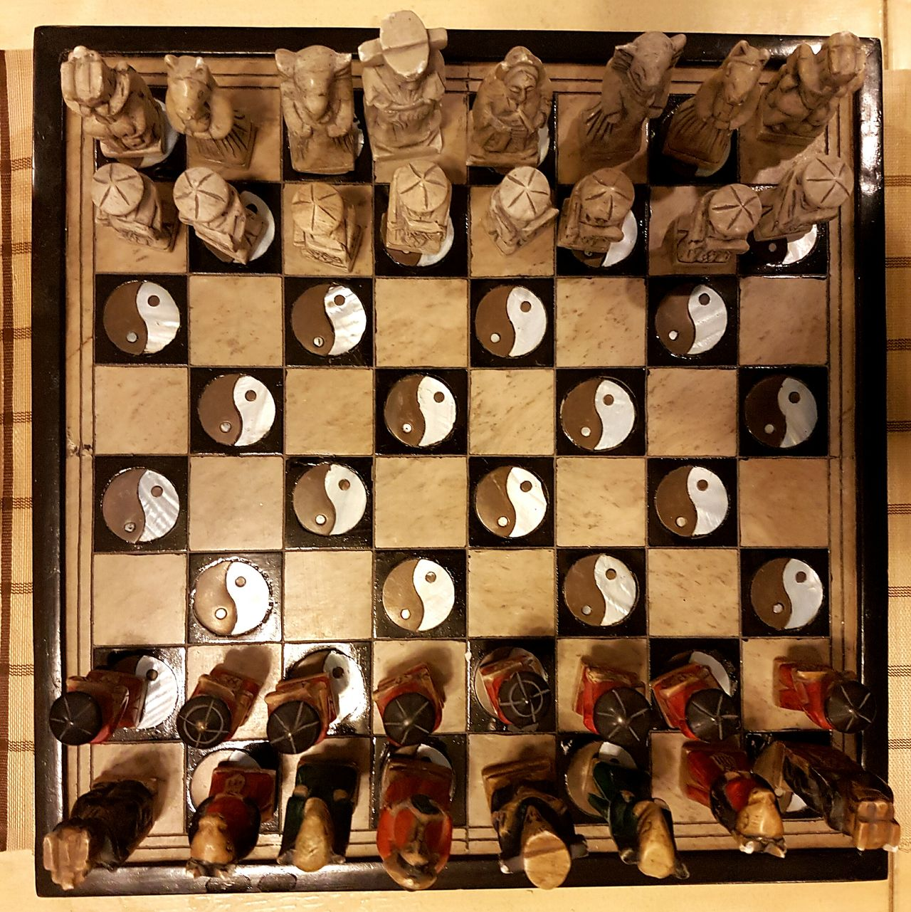Arrangement Indoors  In A Row No People Close-up Chessboard Chess Chesspieces Chessgame Chess Set Chess Board Chineese Chess Chinese Art Chineeseart Ying And Yang Ying & Yang