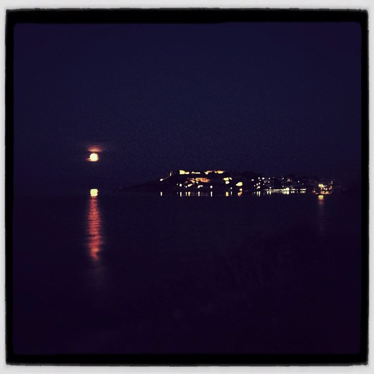 Full moon rising Night IPhone IPhoneography Moon Fullmoon Greece Igers Ubiquography Instalovers_gr
