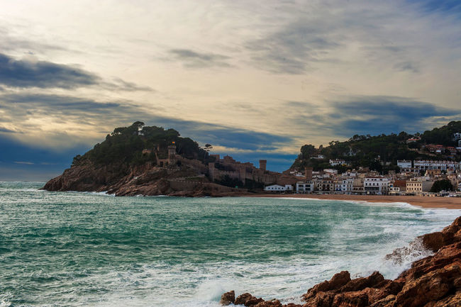 Ahora será que voy a descubrir que...http://youtu.be/8petkoTNT7A Catalunya No Dejes De Soñar Viure For You Dear Gaudeix_cat Love ♥ Landscape_Collection Forever Friends Costabrava Tossa De Mar Friends Forever!