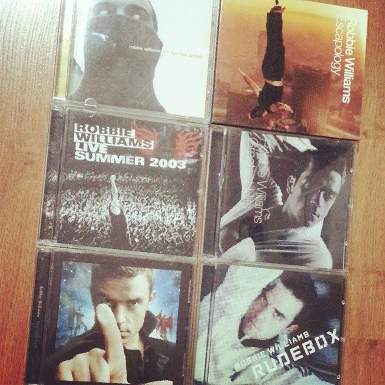 로비 오빠 새앨범 Swingsbothways UK차트 1위 기념!!! 내 보물들 기념사진~ 그런데 제일 좋아하는 앨범이 숑 사라졌다ㅠ 역시 오빠는 최고!! Robbie  Williams forever