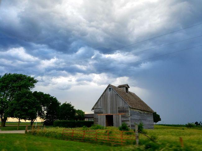 Abandoned Barn Taking Photos Farmland