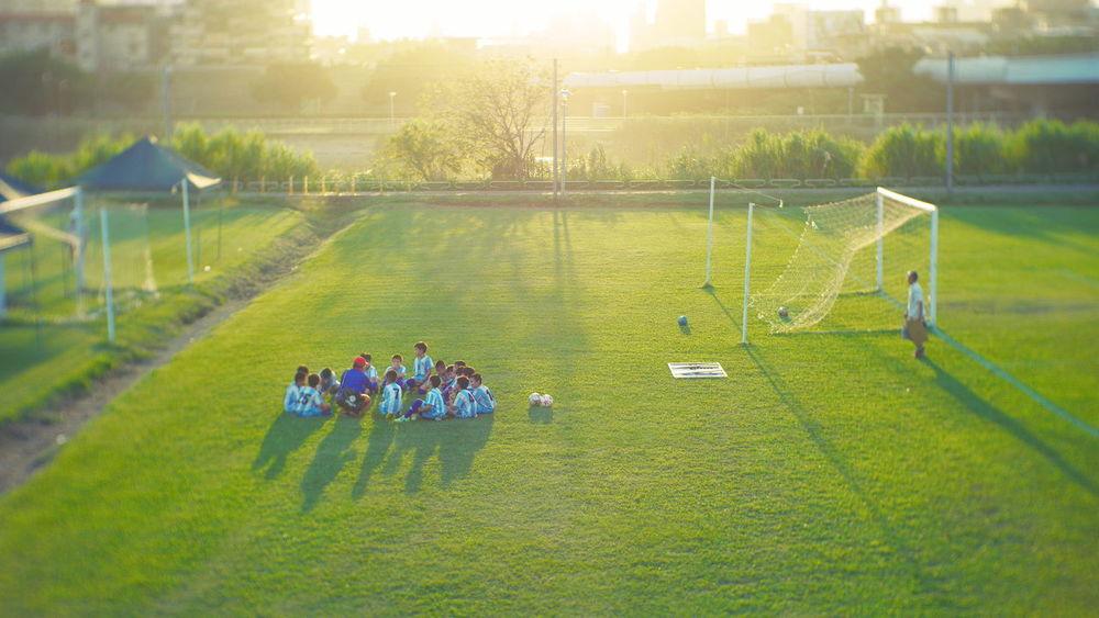 賽後會議 Taking Photos Kids Soccer Sunlight Creative Light And Shadow