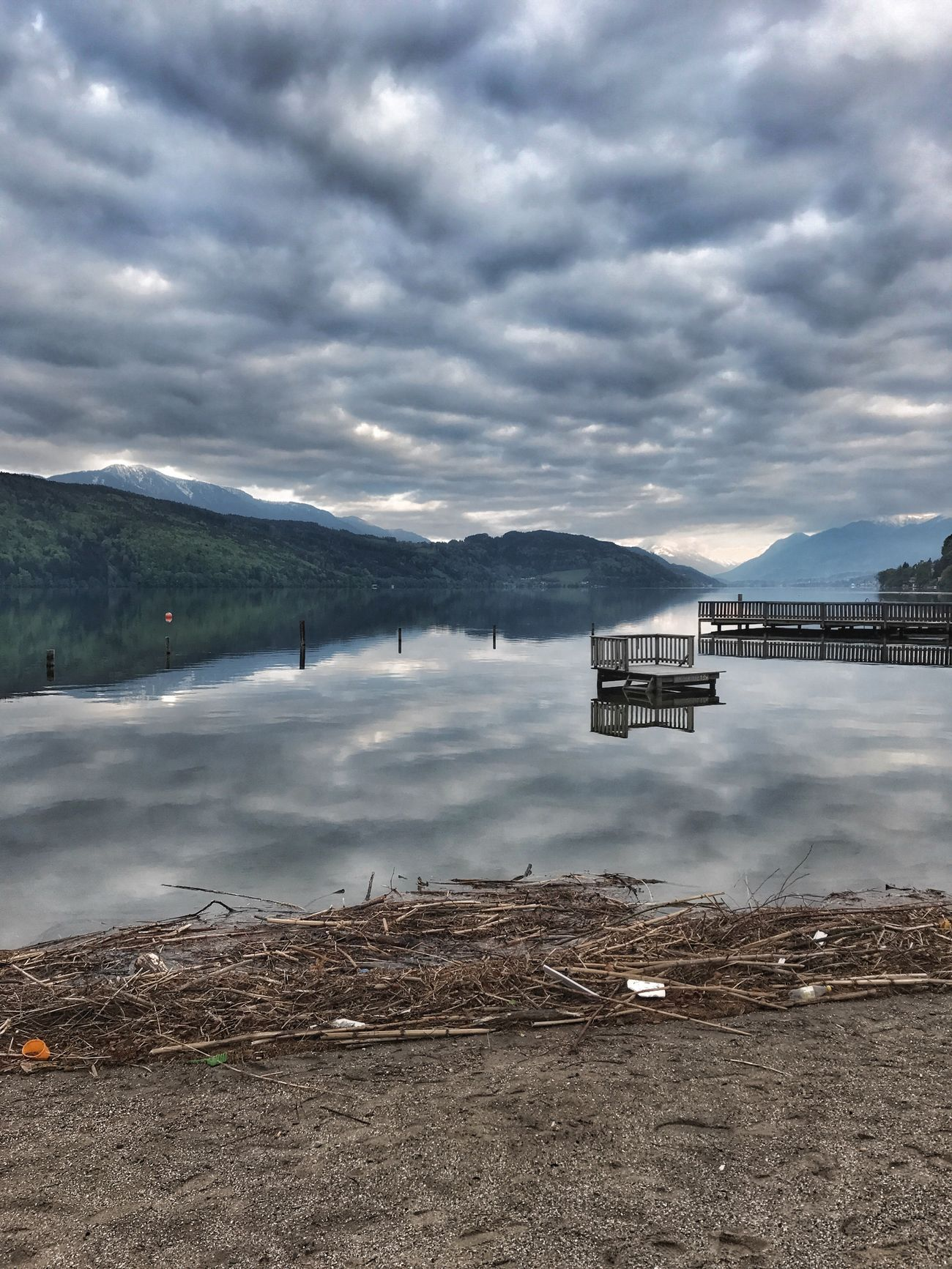 Cloudy Sky Lake View Lakeshore Driftwood Millstättersee Döbriach Sand Water Reflections Waterfront Sky And Clouds