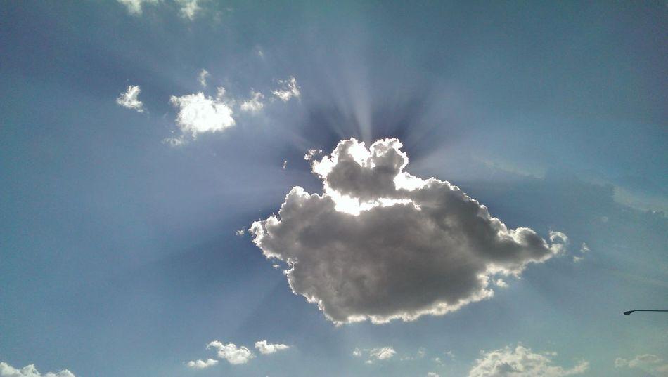 hit por lá tarde El Sol / The Sun