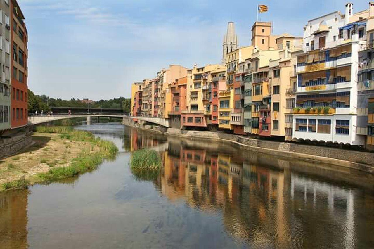 Gerona Cityscape Girona Gironamenamora Catalunya Catalunyaexperience Europe Trip Europa European Union Europe_gallery No People Ciudades Del Mundo Banderas City Architecture Day