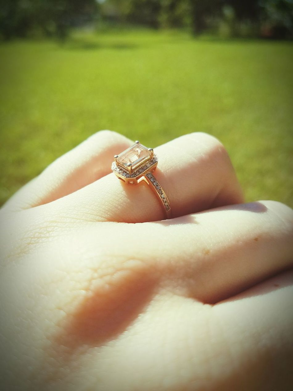 Engagement Ring Close-up Personal Perspective Human Skin Outdoors Kmachain21 Human Finger