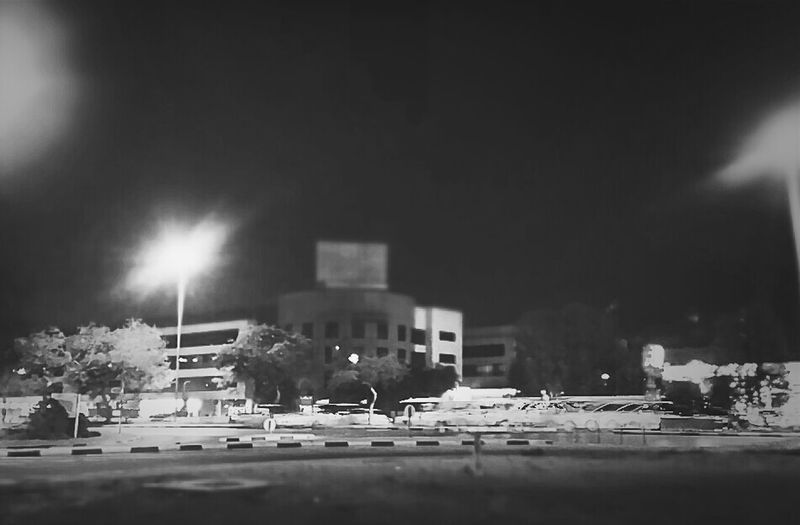 trying out new stuff while hanging out #tiltshift #hdr #b/w #ampt_community #igersdubai #igersdxb #dubai #nightphotography #uae
