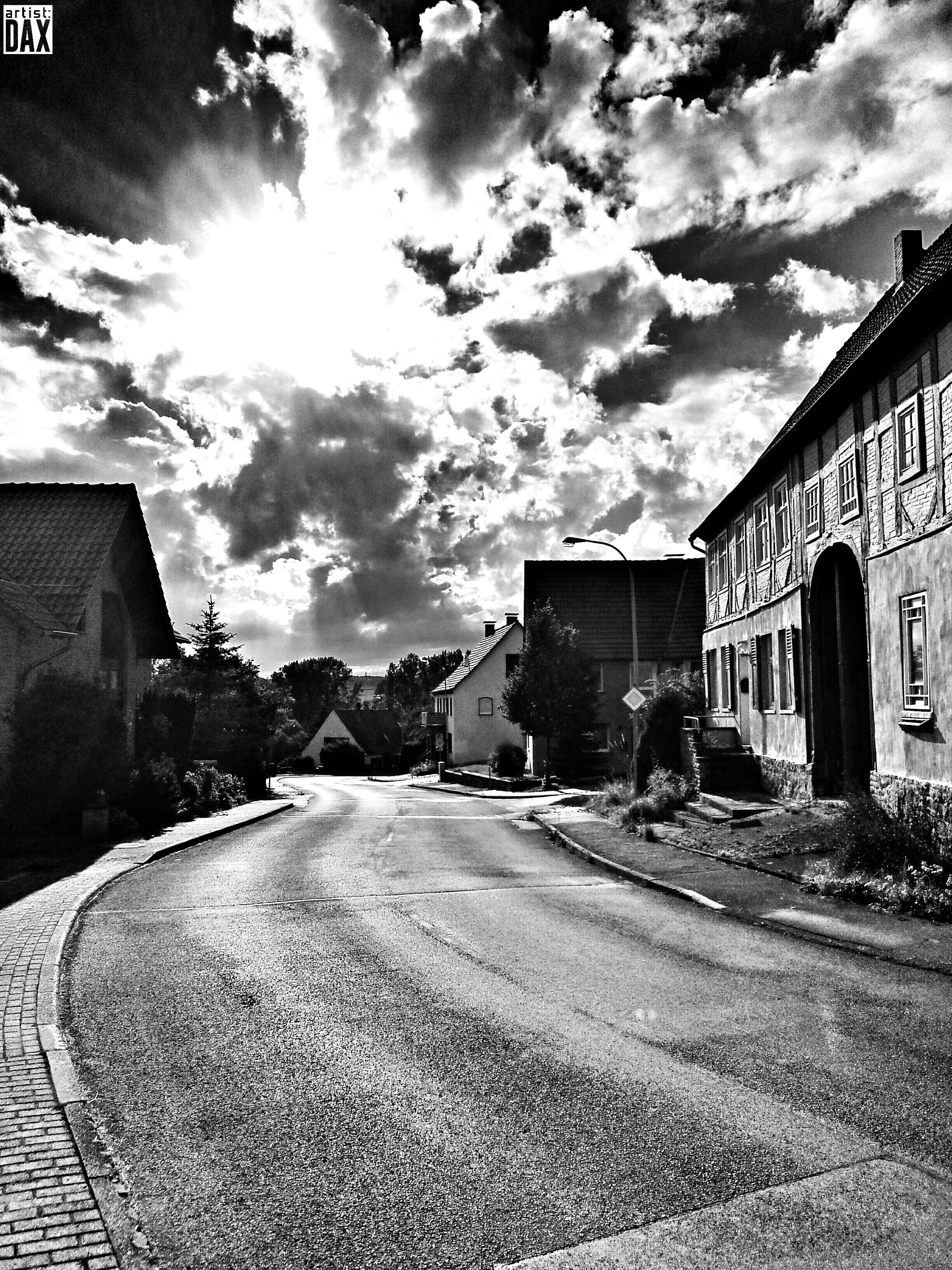 Streetphotography or The Road Sign artist:DAX PHOTOGRAPHOHOLIC | born to capture | artistDAX photographoholic outdoor architecture architektur streetphotography urban smartshots Schwarzweiß blackandwhite dramaticsky Dramatic Sky