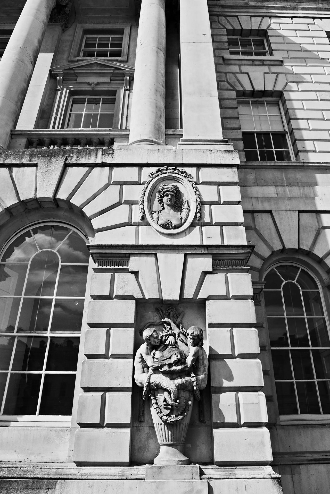 Architecture Beautiful Stonework Courtauld Institute Historical Building River Thames Somerset House  Statue The Strand