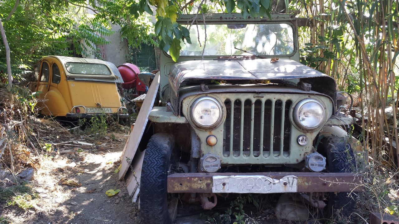 Abandoned Abandoned Places Abandoned_junkies Army Army Jeep Bad Condition Car Citroen Citroen 2cv Jeep Jeep Life Jeeplife Old Old School Old-fashioned