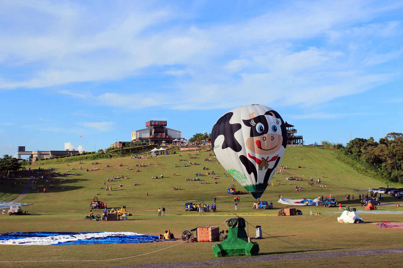 hot air balloon festival Adult Adults Only Architecture Building Exterior Day Hotairballoon Large Group Of People Leisure Activity Lifestyles Men Outdoors People Real People Sky Sport Women