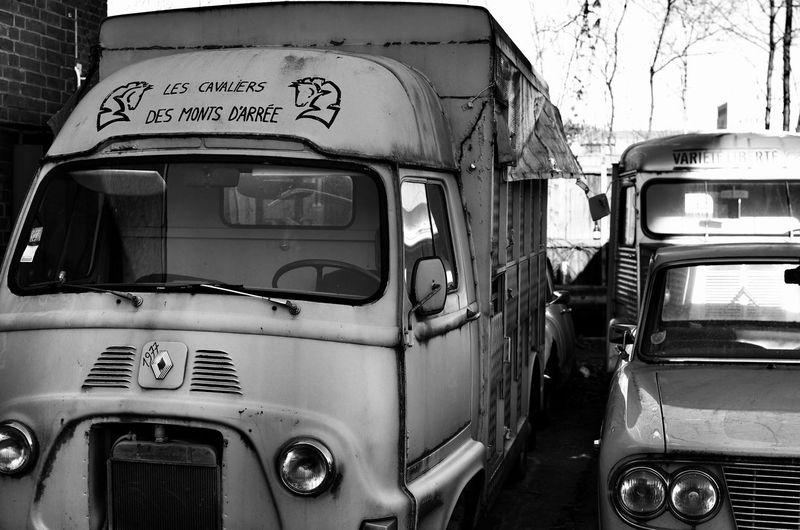 old french cars Old French Car French Car Lovers Vintage Cars Vintage Technology City Backyard Black And White Photography Urban Exploration No People Eyem Best Shot Love To Take Photos ❤ Pentax K5ll Urbanphotography