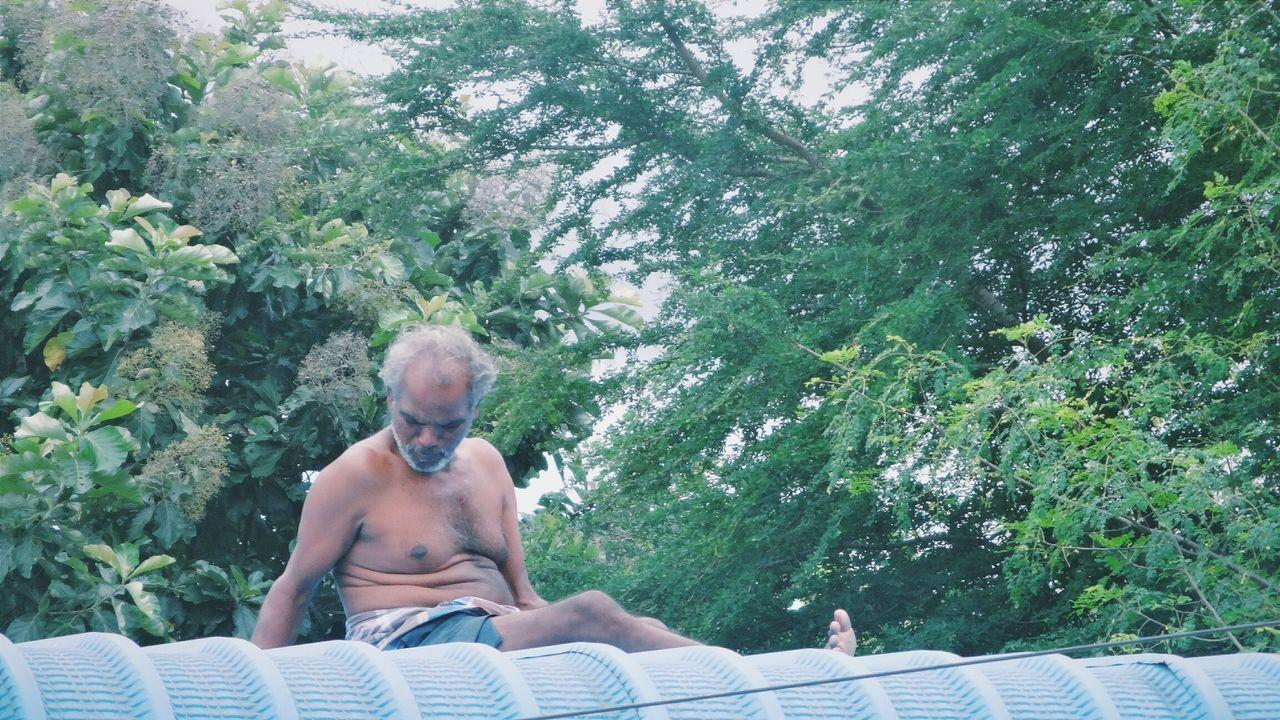 Repairing roofs .. Picturing Individuality Roof Repairing Old Man Gotoplessday Working Poor  Peoplephotography Streetphotography From My Point Of View Tadaa Community Tamilnadu People Taking Photos India Individualism Check This Out Hello World Popular Photos Highway Man Sitting Trees Nature