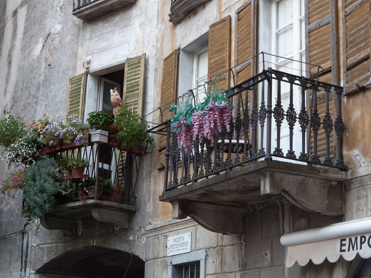 Architecture Balconies Balcony Balkony Building Exterior Built Structure Day Flower House No People Outdoors Residential Building Window Window Box