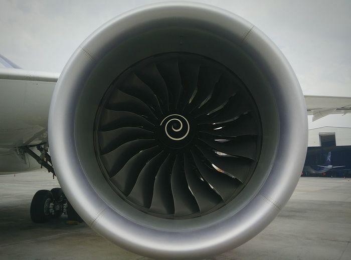 Precision Boeing 787-9 Engine