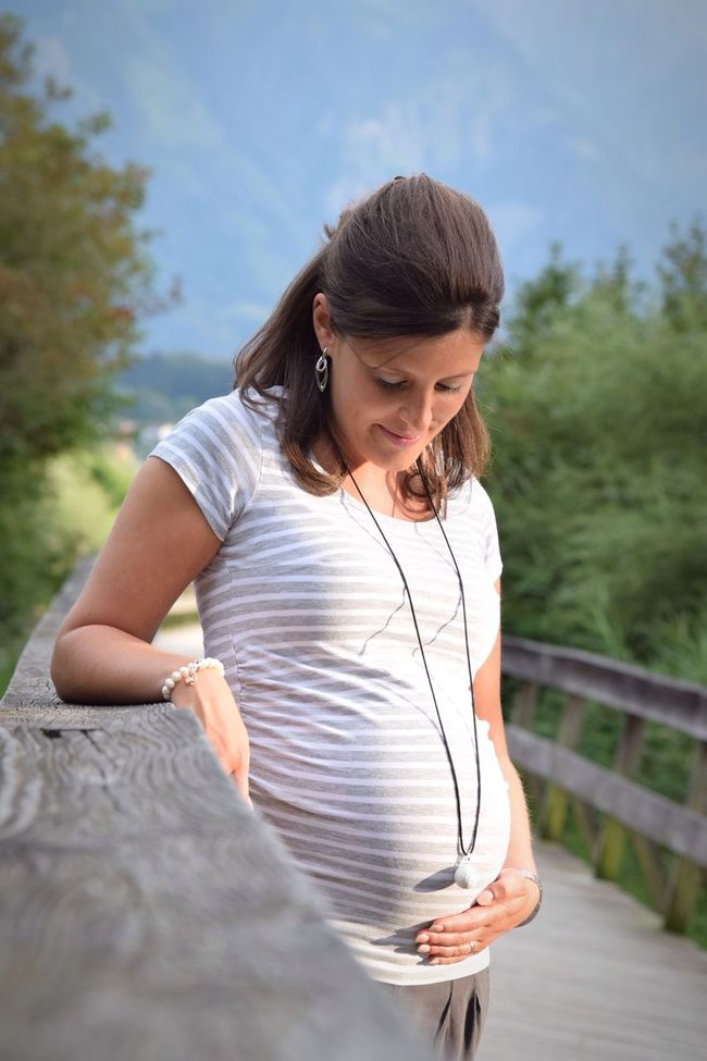 Casual Clothing Focus On Foreground Looking Down Lifestyles Leisure Activity Holding Person Young Adult Sky Day Innocence Outdoors Vacations Carefree EyeEm Gallery Jennygraphie Pregnant Phtography Pregnant Babybelly