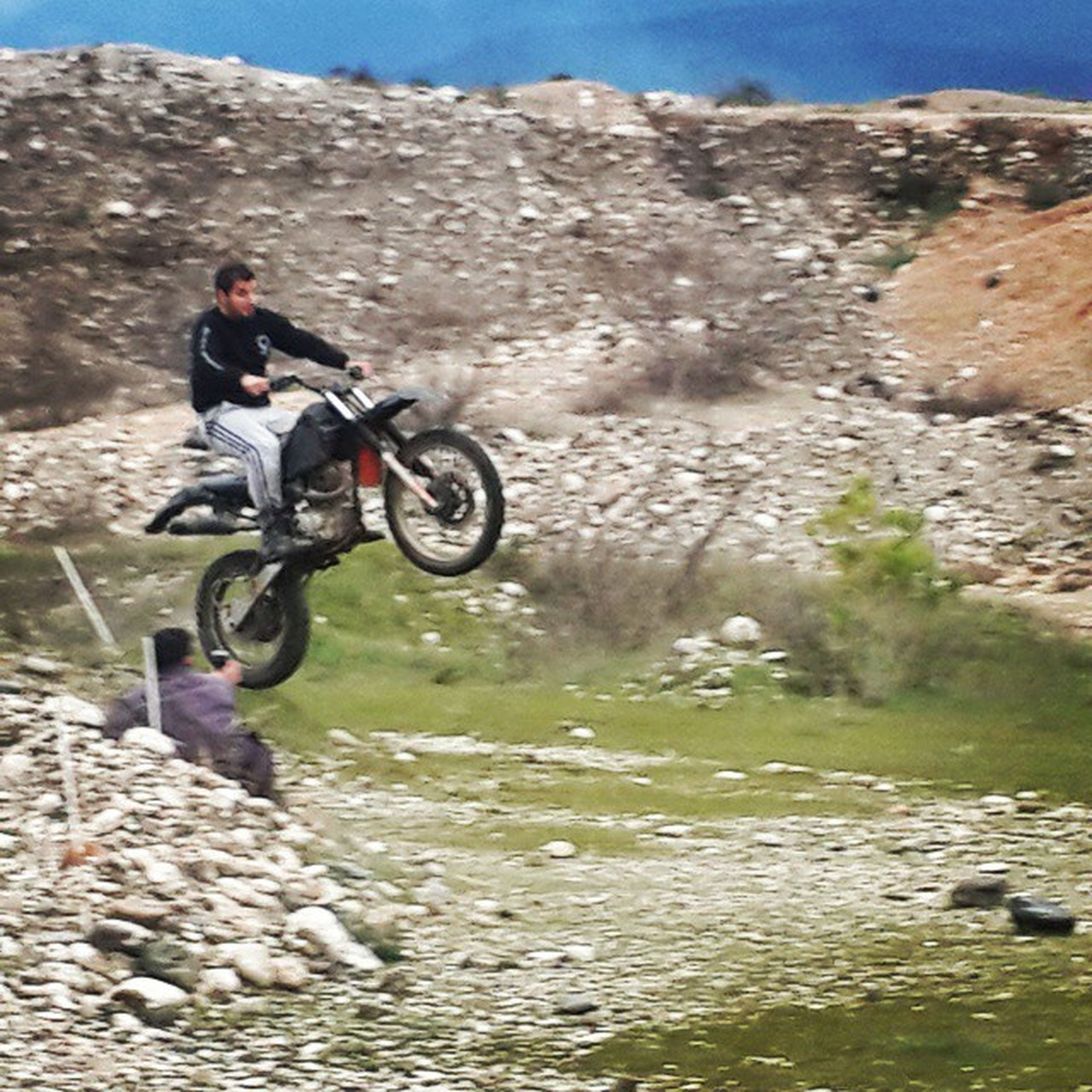 bicycle, riding, lifestyles, transportation, leisure activity, mode of transport, men, mountain, land vehicle, full length, adventure, cycling, travel, motion, extreme sports, on the move, day, sunlight
