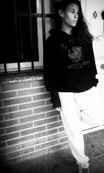 Y por eso me recojo y ya no miro lo que pierdo, todo lo que saco es lo que hay muerto dentro de mi.' KAZE Rap Airmax90