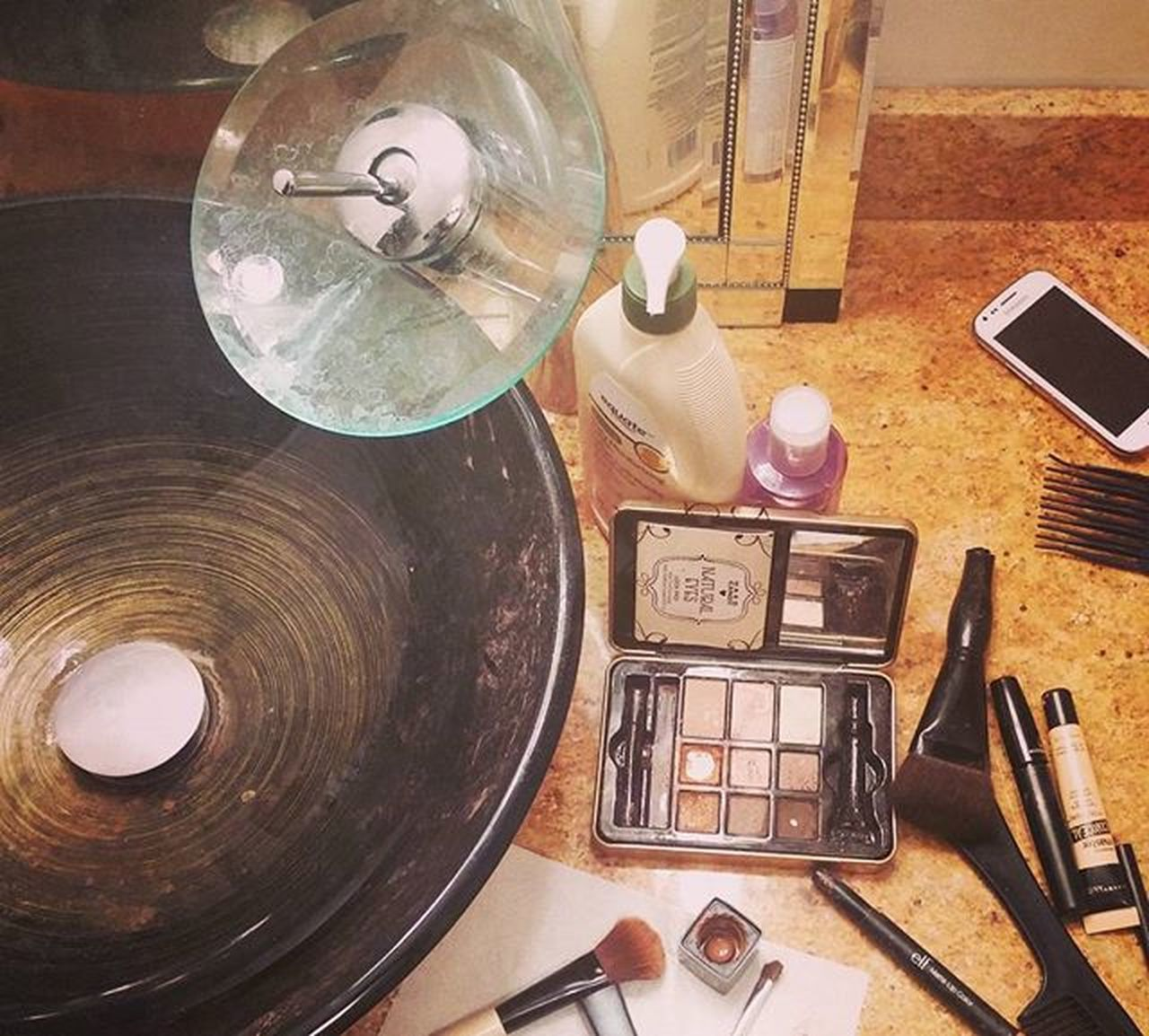 Gettingready Makeup for FreepsychicReadings FreeLiveChat with Me! MoniqueEmpath i'm putting my Soul on the floor for everyone who comes into the Free Session tonight visit link in bio to watch or participate and ask your most desired Questions Session Starts at 9pm eastern standard time ! Psychicmedium Clairvoyant Lightbody Lightenergy Pastpresentfuture Empath born Notoolsneeded see you at 9pm