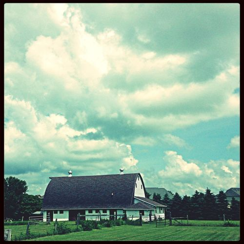 Sunday afternoon at the farm First Eyeem Photo Clouds And Sky Barn