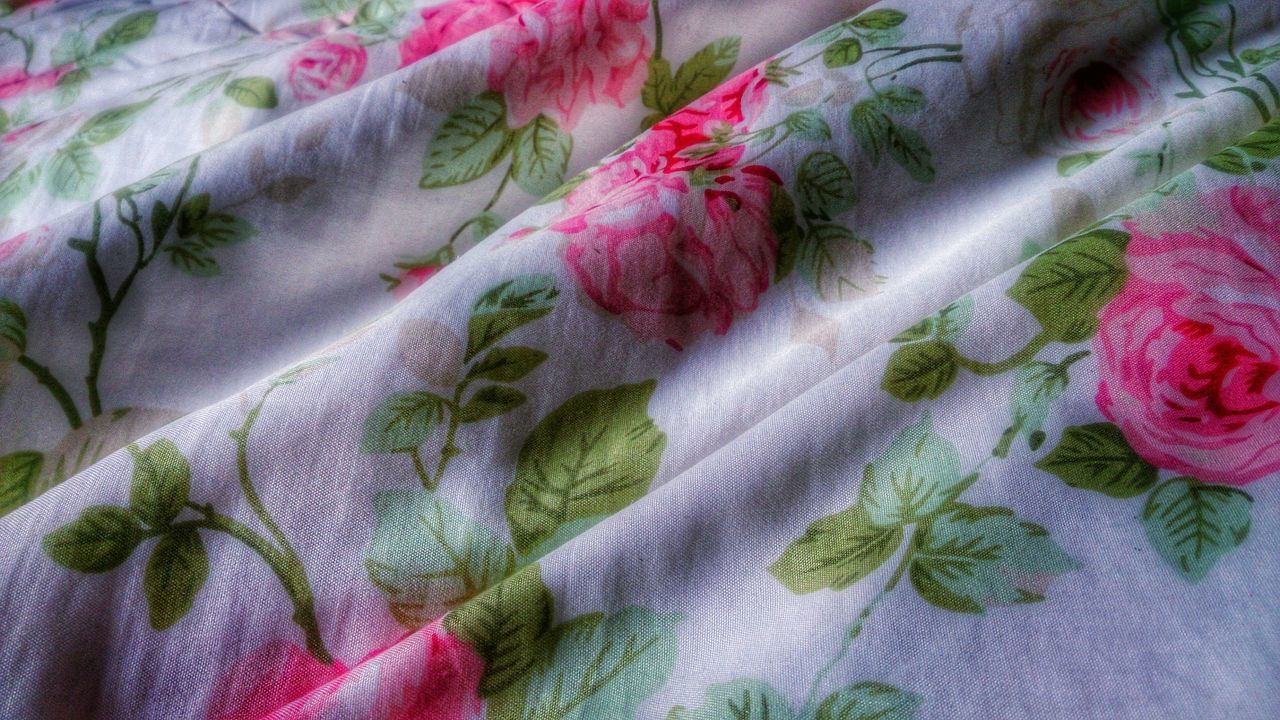 Tissue Roses Tecido Eiderdown Taking Photos Check This Out Things I See Things Around Me HDR Picoftheday Flores Flowers Pink Flower Textures And Surfaces Pattern, Texture, Shape And Form