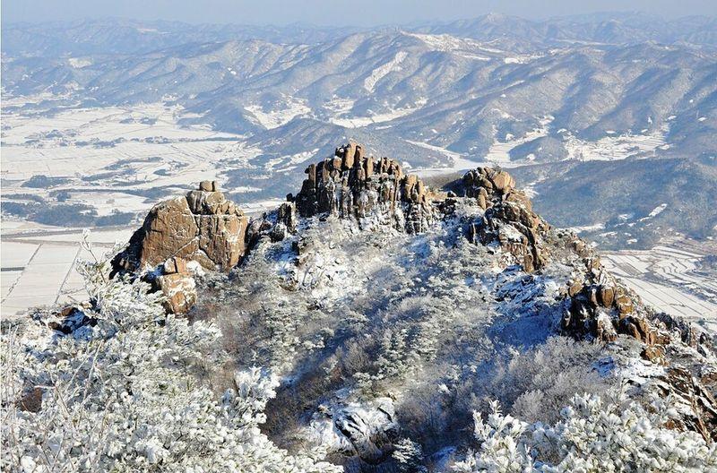 Snow Photography Wolchulsan National Park In Korea Nature Photography Snowwhite Winterwonderland Wintertraining Snow❄sky On The Mountain Last Winter In Korea