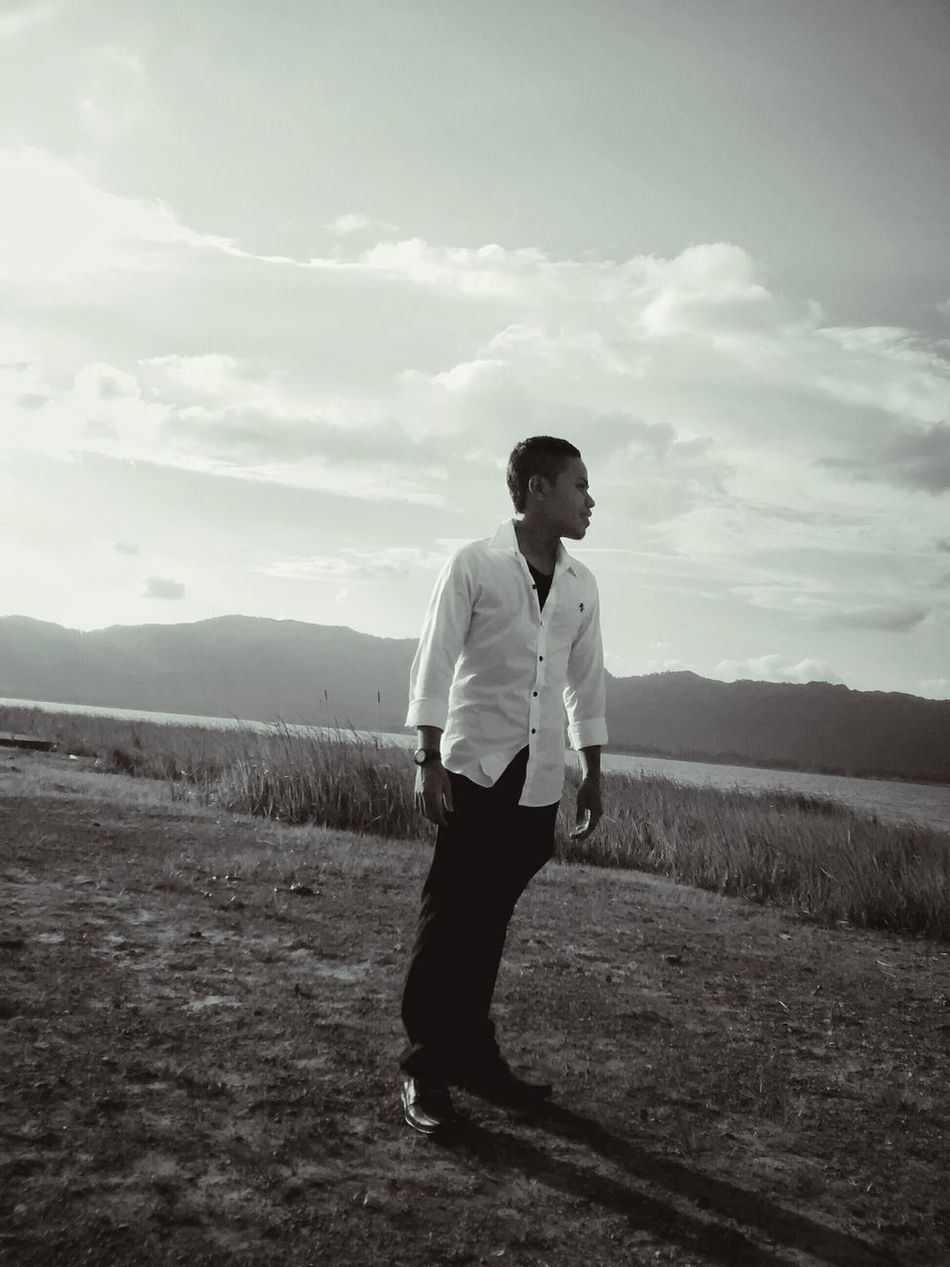 Taking Photos Check This Out Moto G Shot Mobile Photography Monochrome Lake Mountains Evening Black And White Malaysia Malaysia Scenery Photo Of A Friend