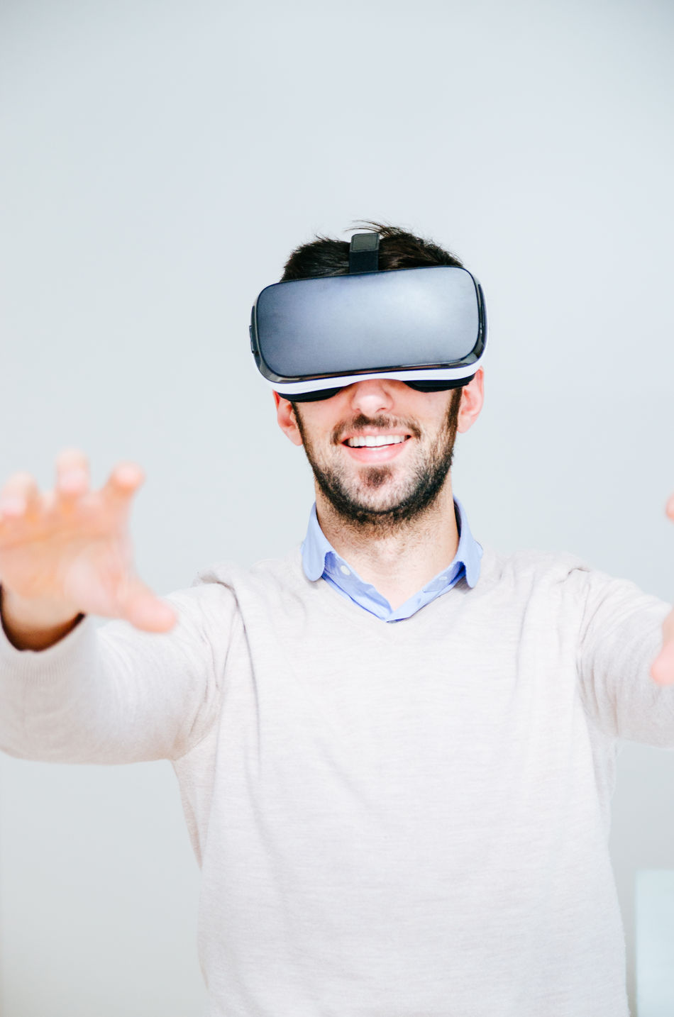 Adult Adults Only Beard Casual Clothing Cyberspace Futuristic Happiness Human Body Part Innovation Mature Adult Men One Man Only One Person Only Men People Real People Smiling Technology Virtual Reality Virtual Reality Simulator Vr Wearable Computer Wireless Technology