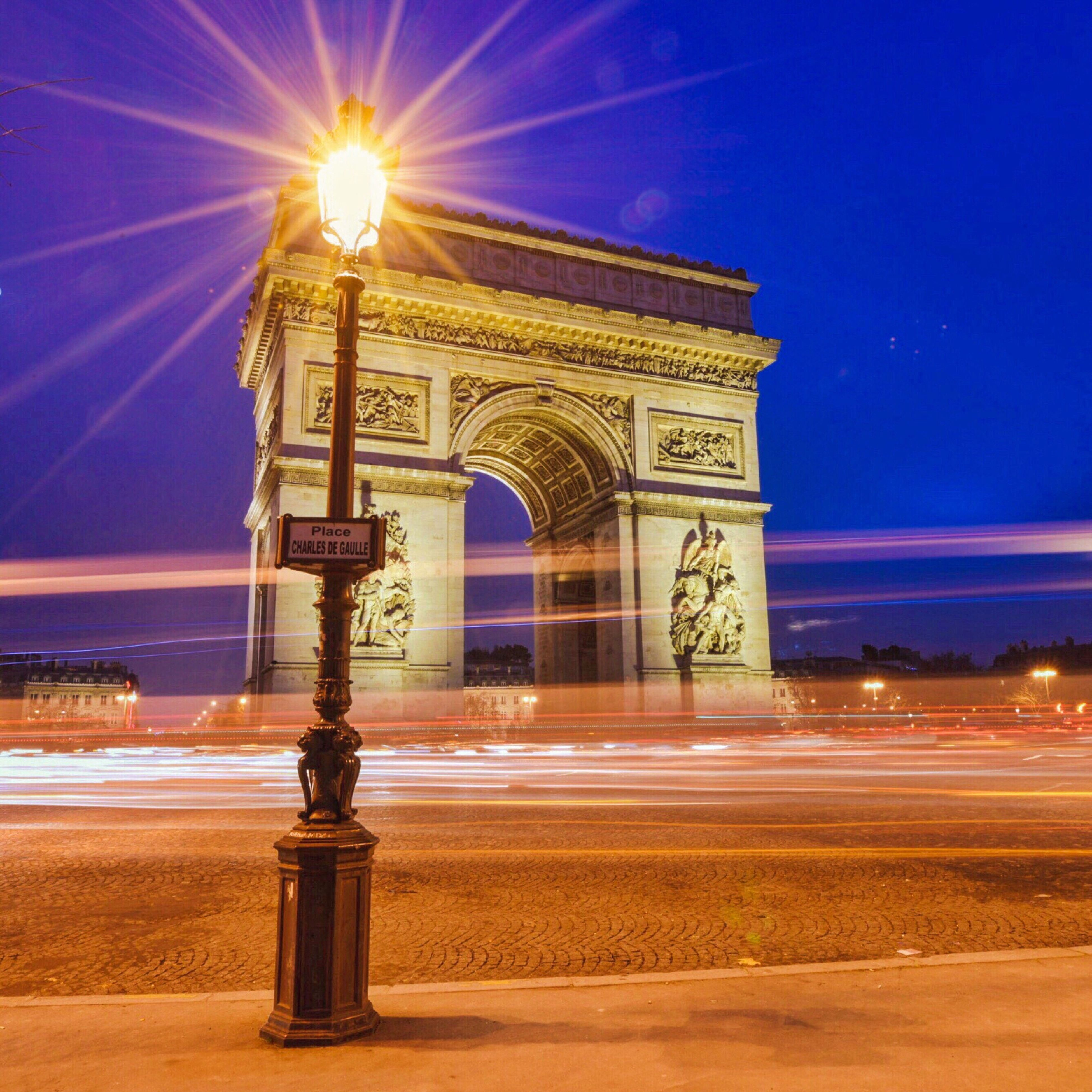 triumphal arch, arch, architecture, night, city, monument, built structure, building exterior, illuminated, outdoors, travel destinations, sky, long exposure, cultures, speed, no people, light effect
