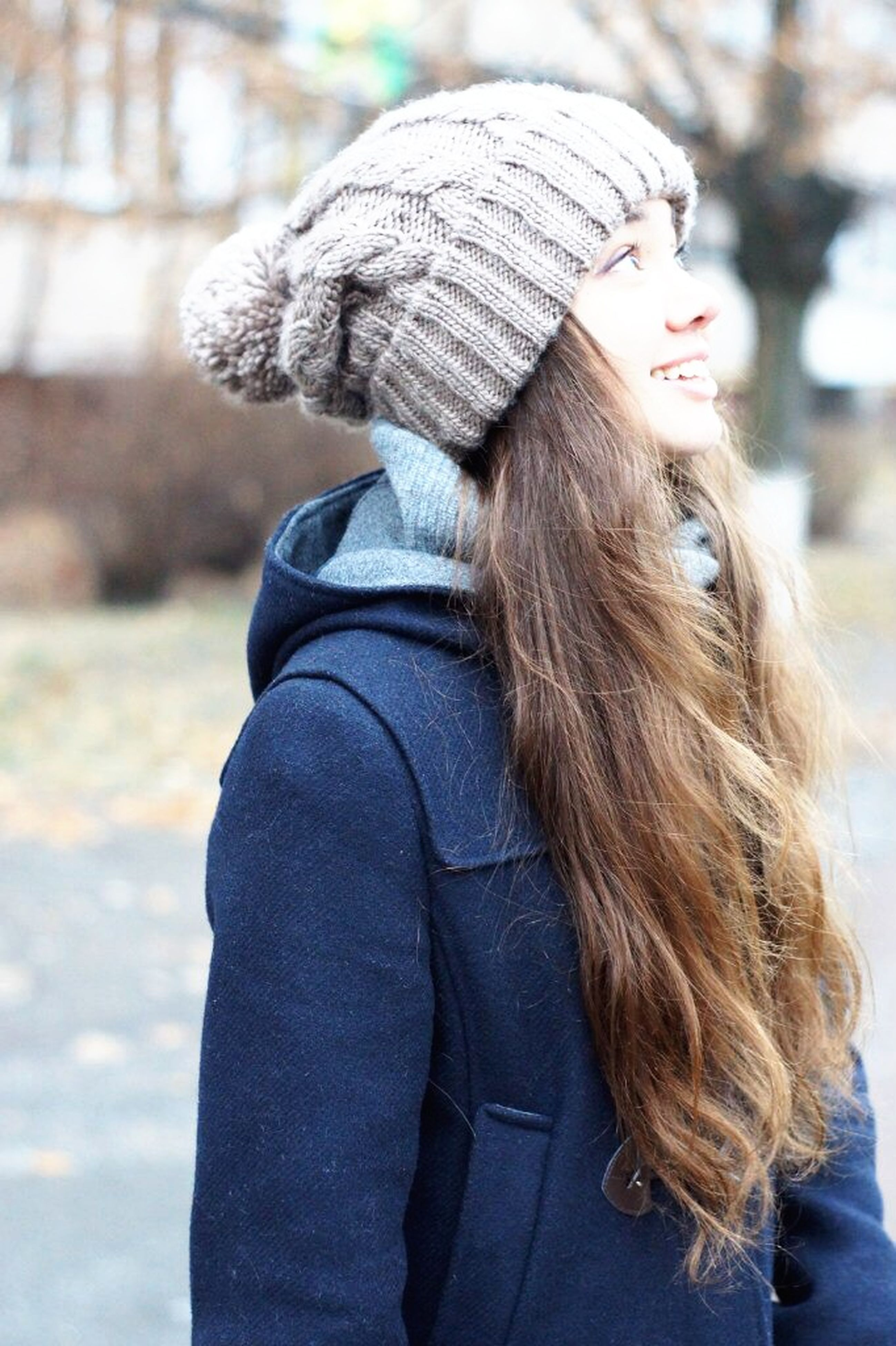focus on foreground, rear view, lifestyles, long hair, casual clothing, leisure activity, headshot, warm clothing, waist up, brown hair, person, young adult, day, jacket, side view, outdoors, human hair, young women
