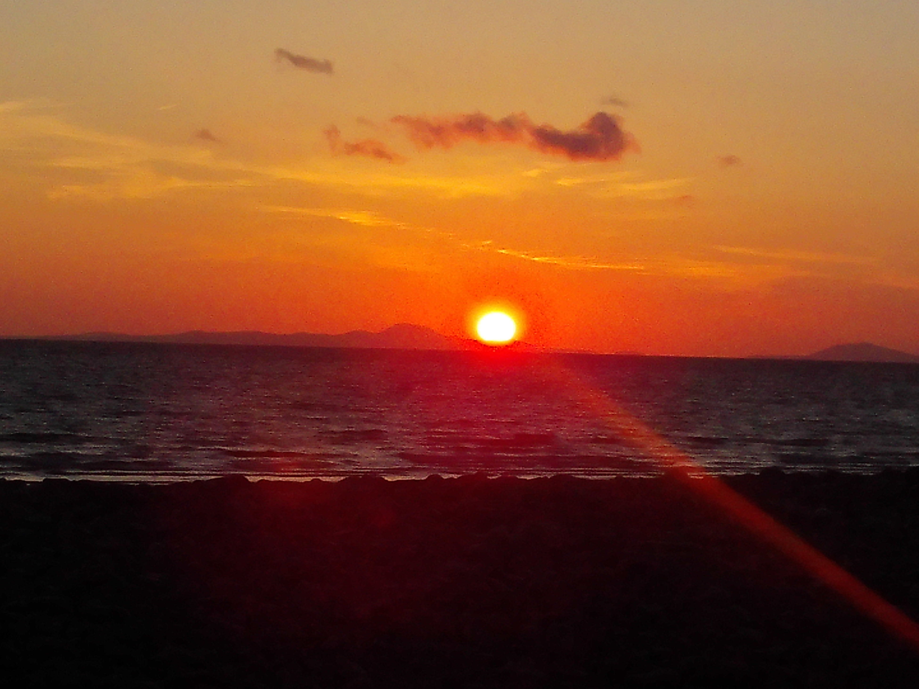 sunset, sea, sun, horizon over water, orange color, water, scenics, tranquil scene, beauty in nature, tranquility, sky, idyllic, nature, beach, reflection, sunlight, shore, silhouette, remote, outdoors