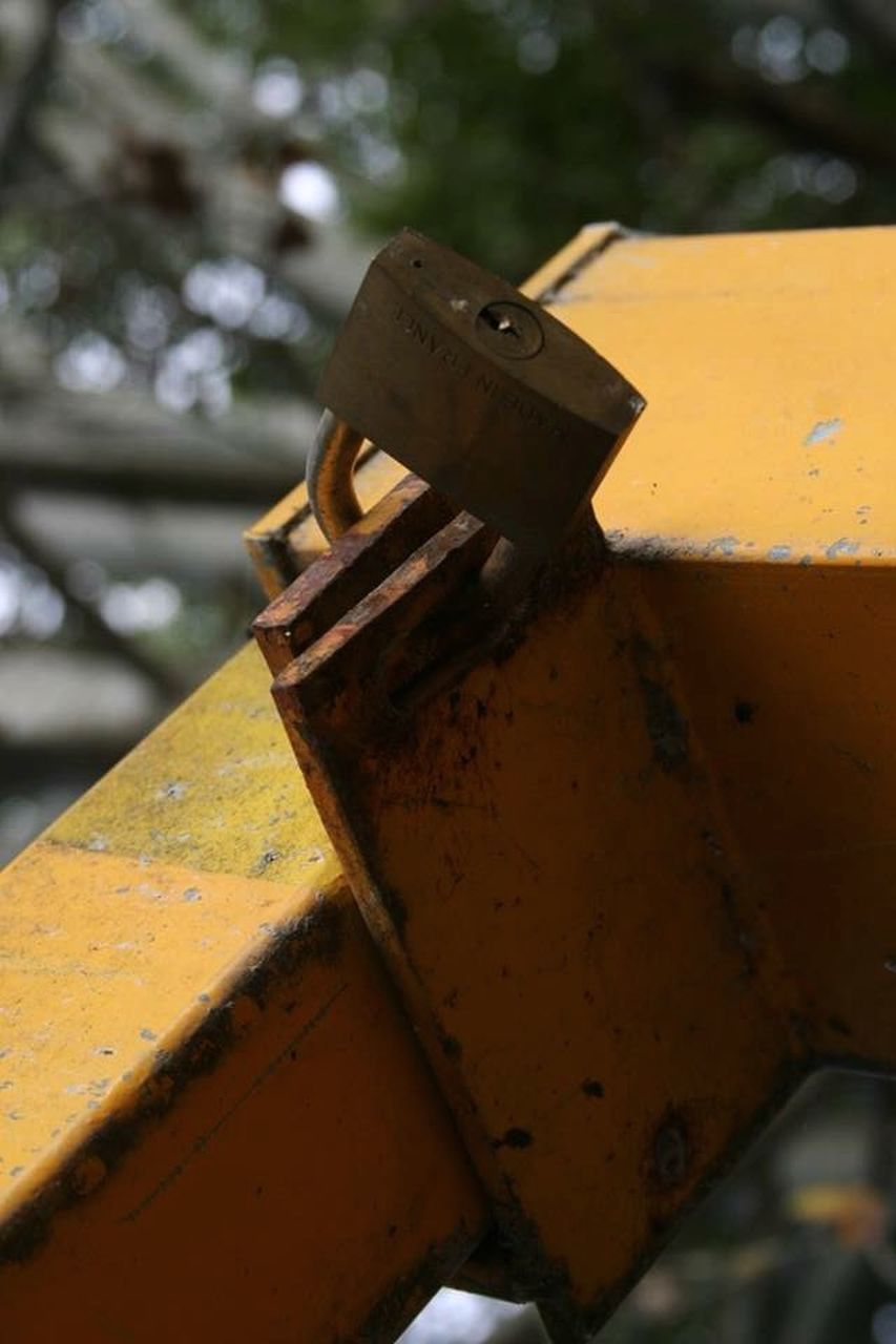 rusty, metal, outdoors, damaged, day, no people, focus on foreground, close-up