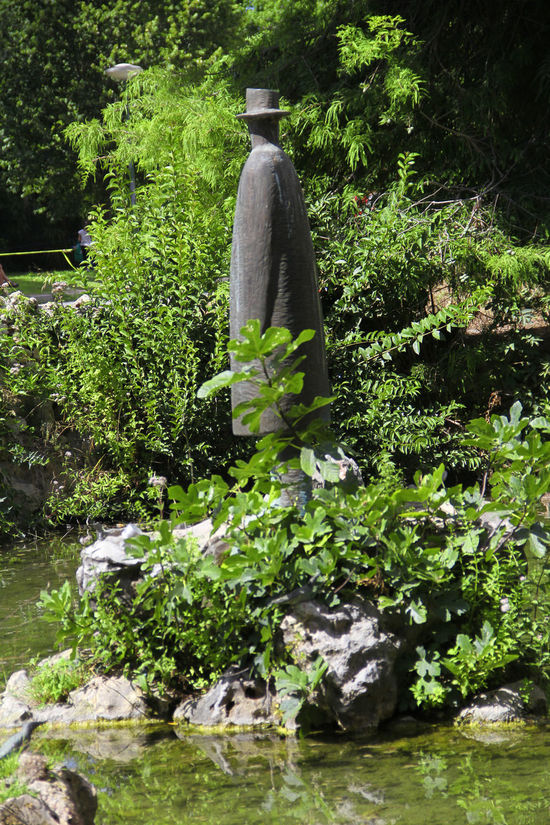 Beauty In Nature Cascade Day Folon Green Green Color Growth Lush Foliage Nature Outdoors Plant Scenics Sculpture Sculpture Garden Tranquil Scene Tranquility Tree Vegetation Water
