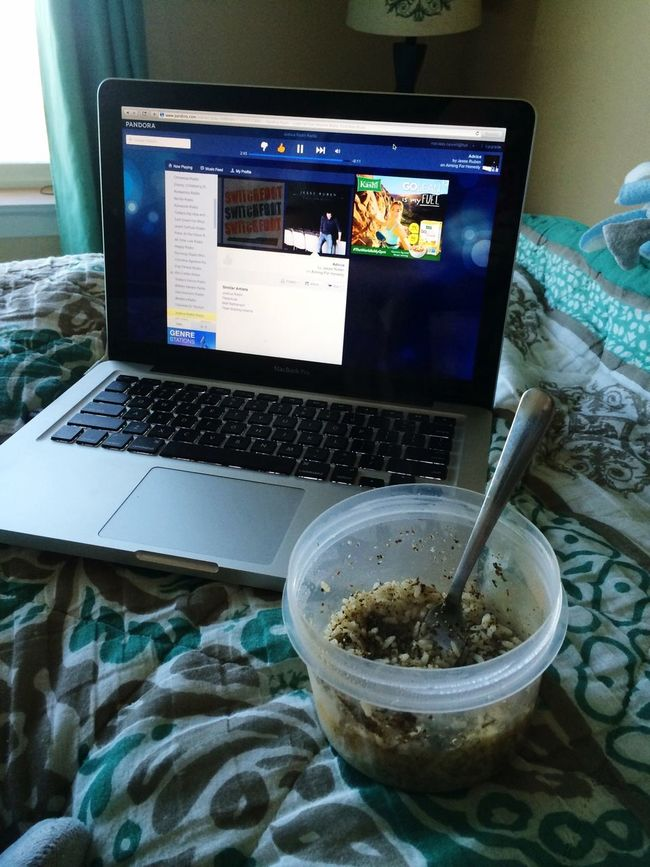 Taking a break with my healthy snack! Workathome Healthy Food
