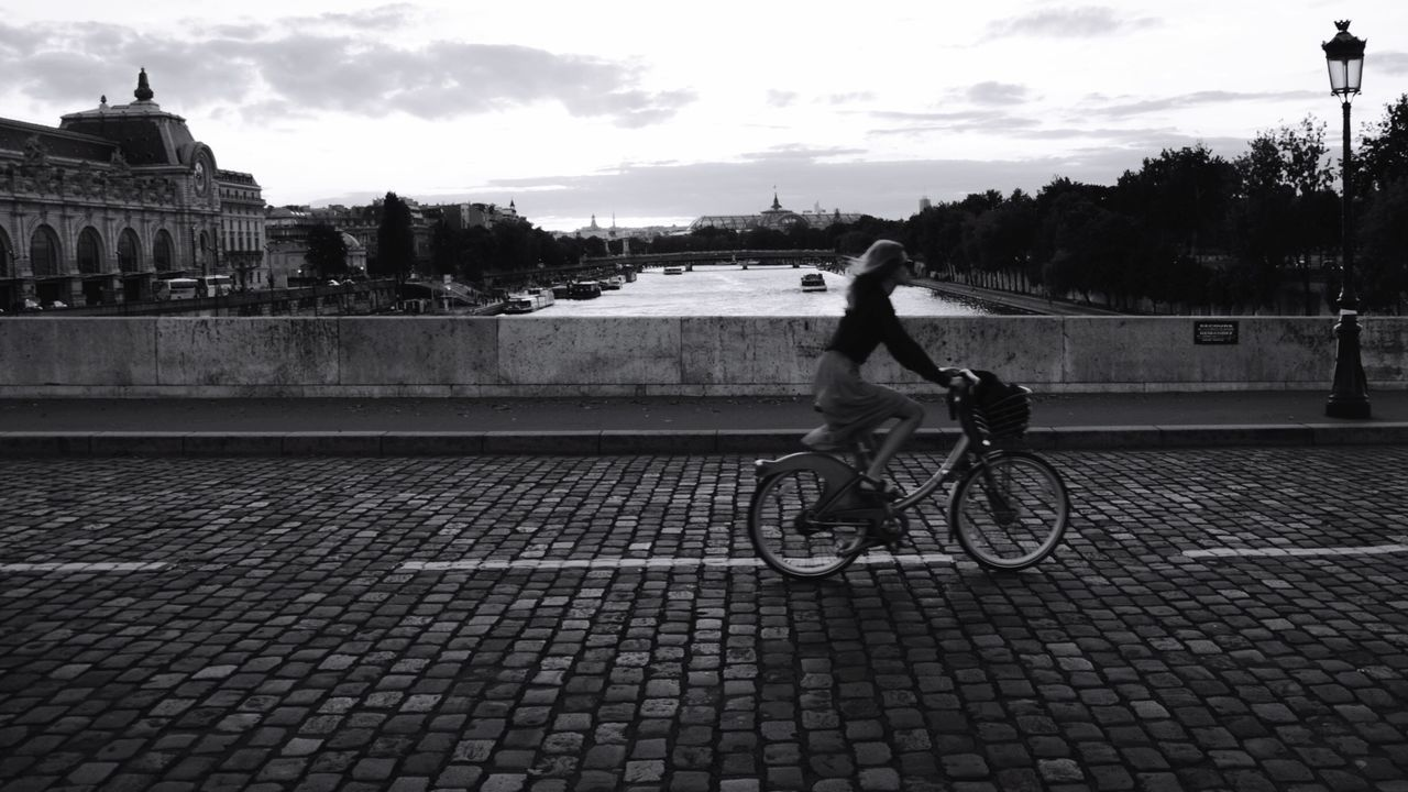 Taking Photos Enjoying Life Streetphotography Black & White Motion Blur Speed Wallpaper Bike