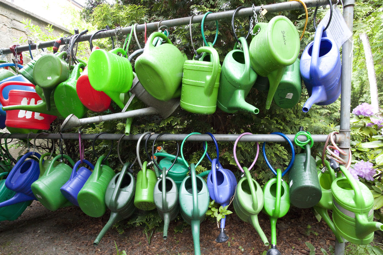 Berlin Gardening Graveyard Green Many Outdoors Watering Cans
