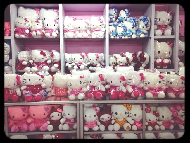 Yes, I LOVE Hello Kitty  At 1st Avenue