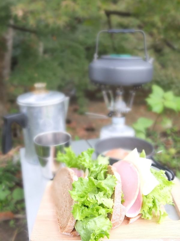 Coffee Time パン屋 Orb 朝ごはん。オーブのライ麦パンとお馴染みのコナコーヒー。スープはライ麦を入れたインスタントのコーンスープ(^-^)