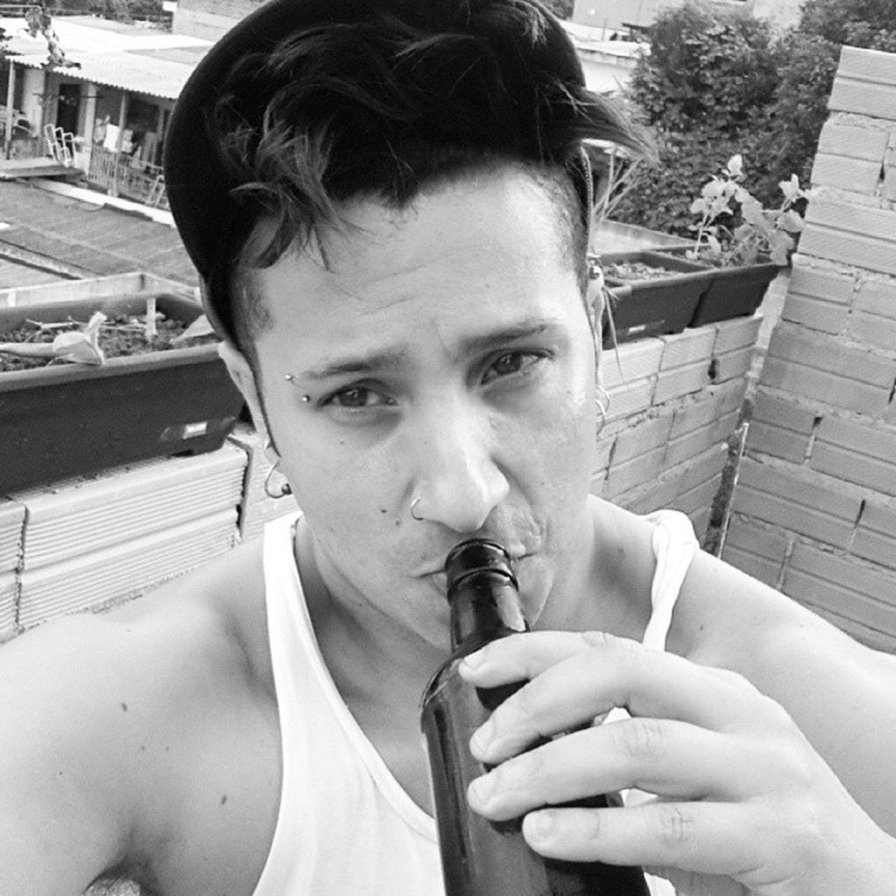 Saturday Instagram Bebedeira Alcool  Cerveja breja beer selfie saturday blackwhite regata blackandwhite casa lar sol calor