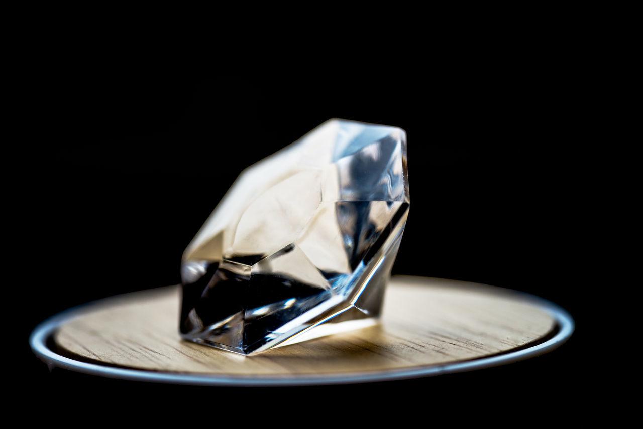 Black Background Close-up Darkroom Diamond Diamonds Freshness Glass - Material Luxurylifestyle  Man Made Object No People Precious PreciousMoments Silverware  Still Life Studio Shot Table Valuable