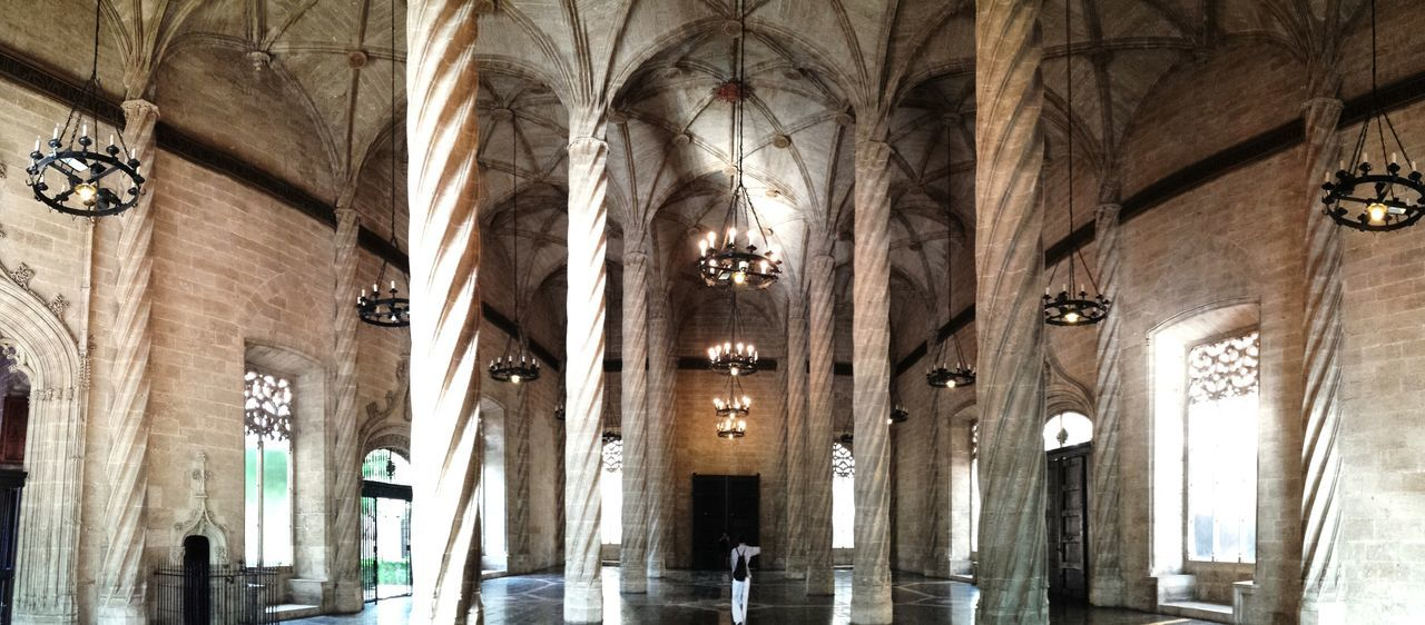 Columns Gothic Gothic Architecture València Valencia, Spain Chandelier Medieval Architecture Medieval Säulen The Architect - 2016 EyeEm Awards Architecture Urban Architecture EyeEm Best Shots EyeEmBestPics Eye4photography  Lonja De La Seda