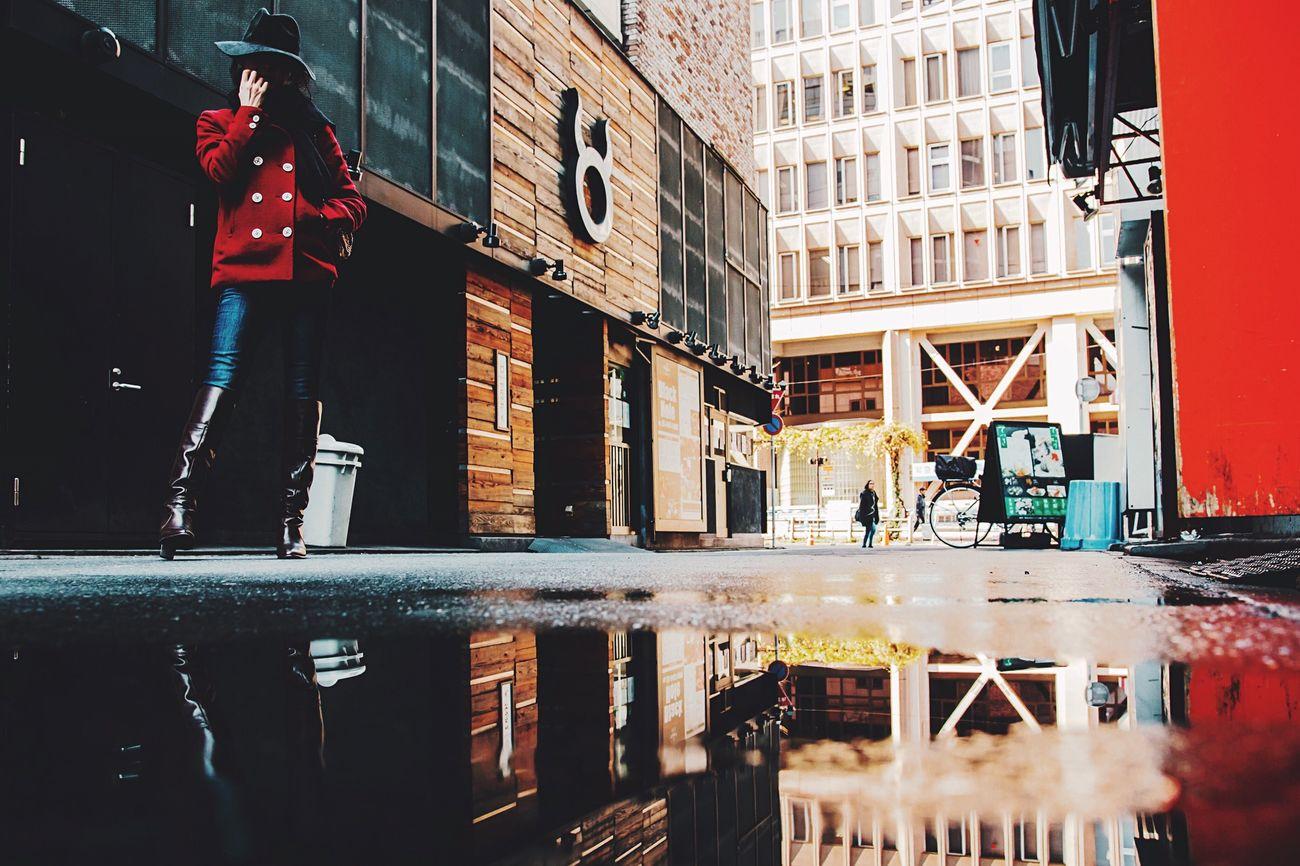 reflection Street Walking Around EyeEm Streetphotography Street Photography Portrait Beautiful Street Life Portraits Japan Creativity Artistic Bestoftheday VSCO Portrait Of A Friend EyeEm Best Shots EyeEm Best Edits Reflection Reflected Glory Reflections Color Portrait Depth Of Field Portrait Of A Woman Low Angle View Streetphoto_color