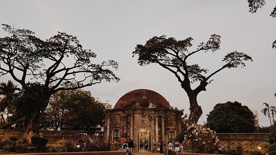 Paco Park is a recreational garden and was onceManila's municipal cemetery built by the Dominicans during the Spanish colonial period. It is located on General Luna St. and at the east end ofPadre FauraStreet inPaco,Manila,Philippines. Wheninmanila Educationaltrip Cemetery Ilovemanila Photogracephy Note5